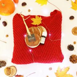 En automne, les mites font leur grand retour dans vos armoires ! 🍂 🧶 ~ #mites #antimite #cade #cedre #genevrier #rouge #fall #automne #automn #feuille #rondin #bois #vetement #dressing #armoires #senteur #boise #parasite #laine #parfum #senteurlinge #linge #naturel #madeinfrance #thiers #artisanat #faitmain #deco #decorationinterieur #boisdecade