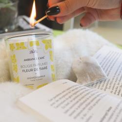 Besoin de vacances sous le soleil ? ☀️  Évadez-vous avec notre nouvelle bougie parfum Fleur de Tiaré ! 🌼 ~ #bougie #candle #bougieparfumee #fleurdetiare #monoi #tiareflower #flower #bougiesenteur #cocooning #relax #vacances #livre #book #flamme #parfumgrasse #naturel #cirevegetale #ambiancecade #decorationinterieur #bougiesnaturelles #vegetales #bougieartisanale #bougies #candles #artisanatfrancais #decoration #passionbougies #deco #ideecadeau #inspirationdeco